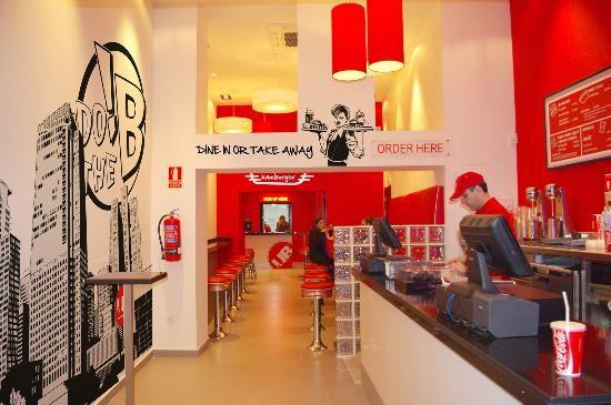 Decoracion restaurantes comidas rapidas buscar con for Mesas para negocio comidas rapidas