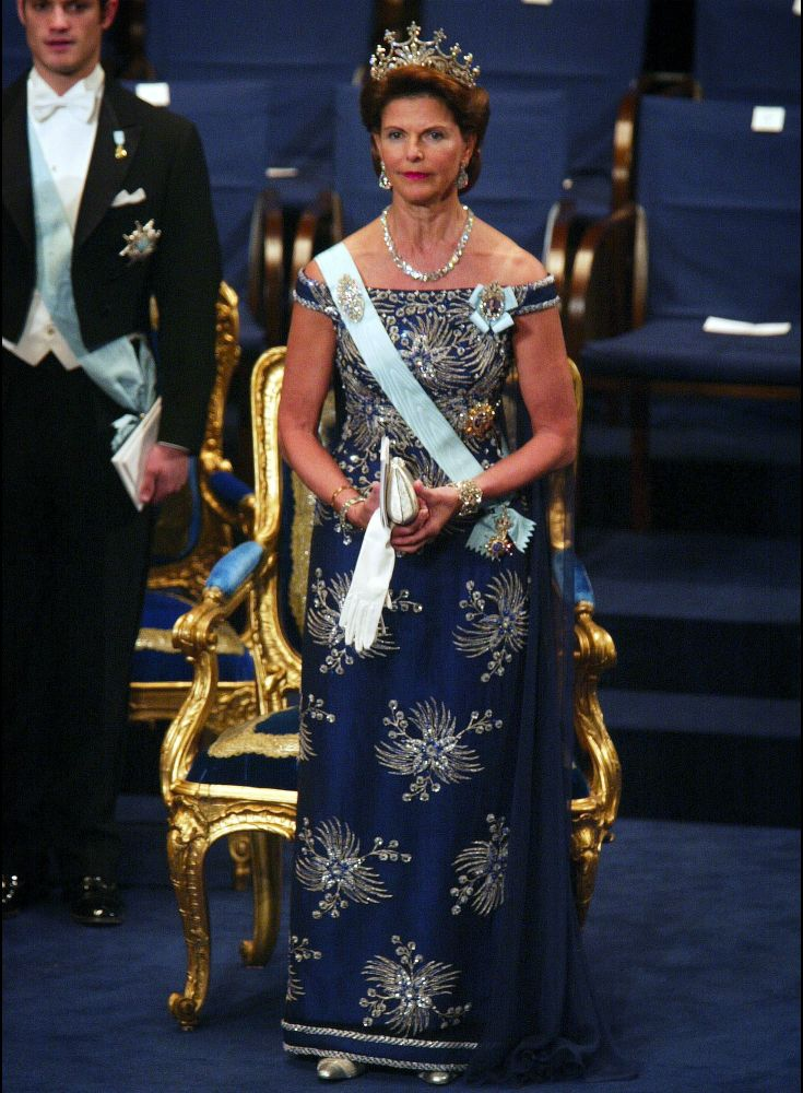 Queen Silvia at the Nobel prize ceremony in 2002 The dress is designed by Jorgen Bender