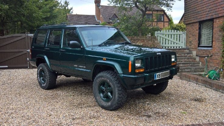Jeep Cherokee XJ Classic 4.0 Litre- 2001 - 4.5 Lift with 31 inch tyres