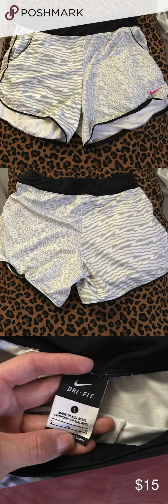 Nike dri fit shorts! Very good condition. Size large dri fit shorts:) Nike Shorts