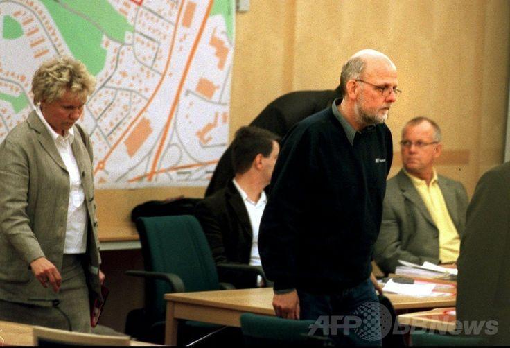 スウェーデン・ストックホルム(Stockholm)の控訴裁判所に出廷した、北欧で最も凶悪な殺人犯とされたストゥーレ・ベルグワール(Sture Bergwall)受刑者(当時、2001年5月16日撮影)。(c)AFP/SCANPIX SWEDEN/Claus Gertsen ▼22Mar2014AFP 30人殺害と自白のスウェーデン「連続殺人犯」、一転無罪で釈放 http://www.afpbb.com/articles/-/3010754 #Sweden #Sverige #Suecia #Stockholm #StureBergwall