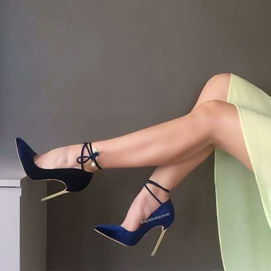 Great legs and sexy high heels #highheelsextreme