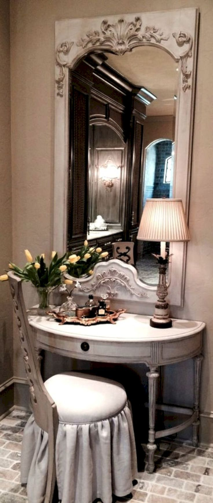 Best 52+ Best And Amazing Spanish Style Bedroom Furniture Design Ideas https://decoredo.com/8155-52-best-and-amazing-spanish-style-bedroom-furniture-design-ideas/