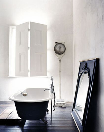 ♥: Bathroom Design, Modern Bathroom, Black And White, Clawfoot Tubs, Interiors Design, Industrial Bathroom, Black White, Bathroom Ideas, White Bathroom