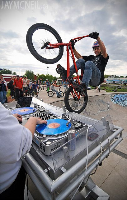 Nice tire tap on the mixing desk! The essence of BMX.