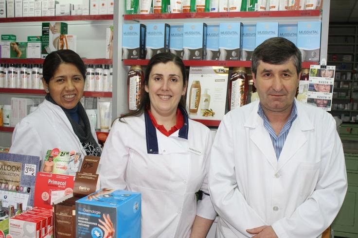 El equipo de Farmacia Cachafeiro al completo: a la izquierda Judith, a la derecha Pepe y en el centro yo misma :-)