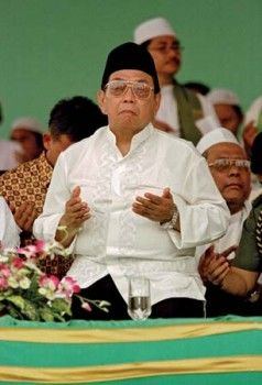 Silahkan baca artikel Abdurrahman Wahid - Indonesian Muslim Religious Leader and Politician Who Was President of Indonesia from 1999 to 2001 ini selengkapnya di All About Indonesia