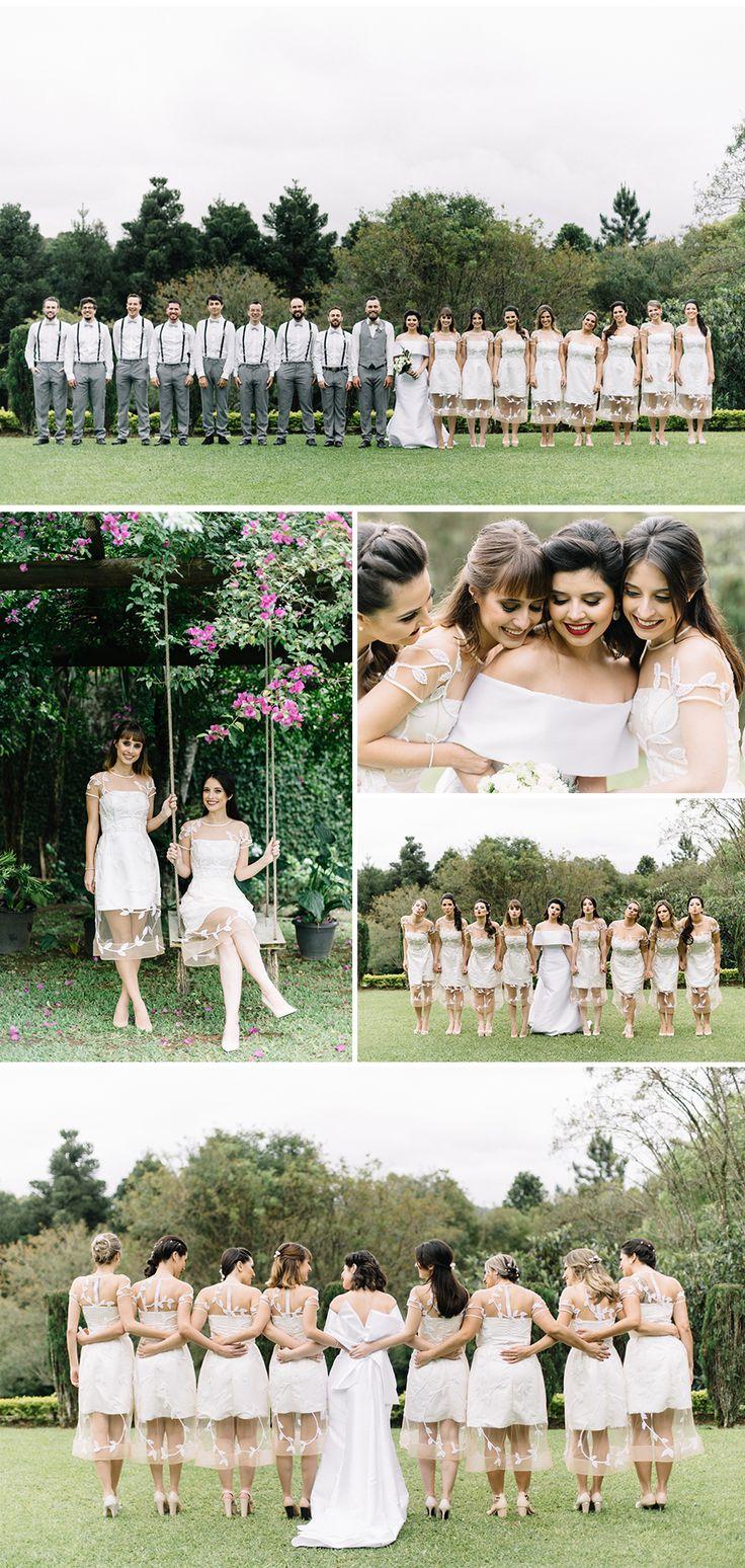 Madrinhas com o mesmo vestido branco by Cyntia Fontanella. Cute bridesmaids dresses.