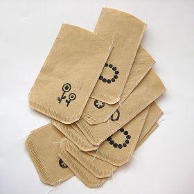 Raar maar waar, deze zakjes maakte ik van koffiefilters:         We hadden namelijk een heel pak met koffiefilters die steeds lek gingen ti...