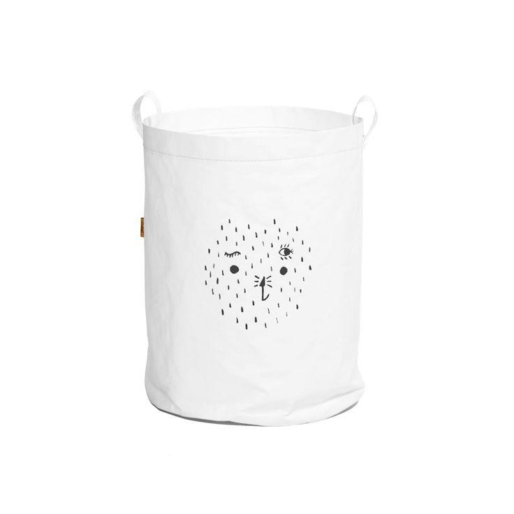 Bolsa Papel Blanco.  Esta bolsa está pintada a mano con pinturas no tóxica, elaborada en un papel resistente que puedes lavar y mojar, color blanco.  Este producto es ideal para guardar juguetes, ropa sucia o cualquiera de las cosas de tu pequeño.