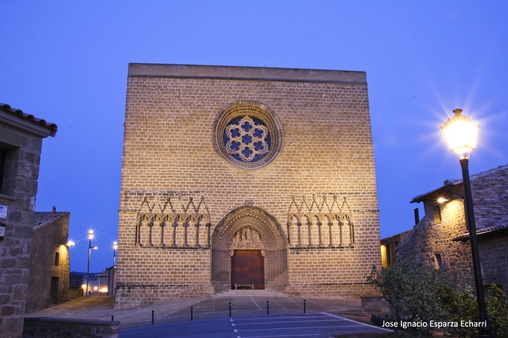 Iglesia-fortaleza de San Saturnino #artajona