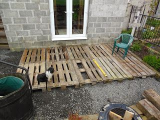 This is amazing- an inexpensive deck made from pallet wood. They finished