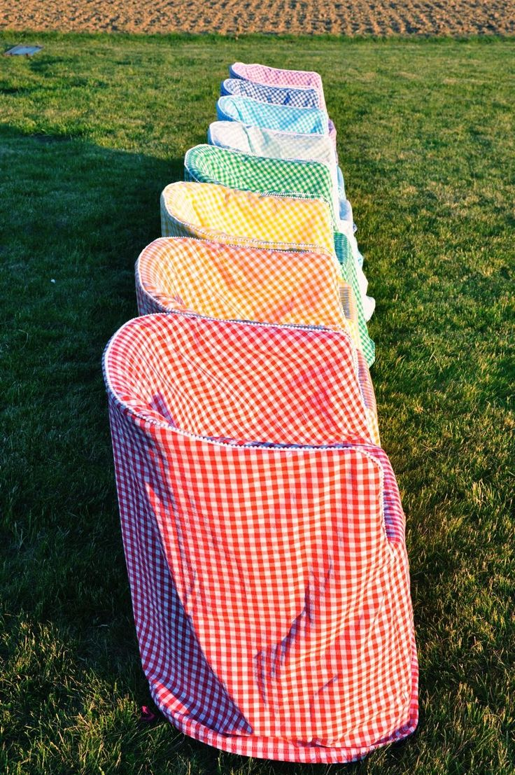 how to clean colored plastic chairs