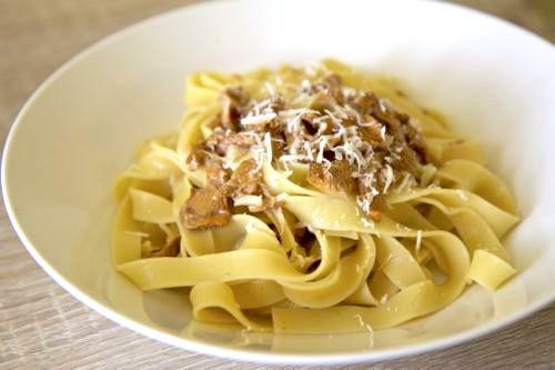 Těstoviny s liškovou omáčkou http://tomichutna.cz/testoviny-s-liskovou-omackou