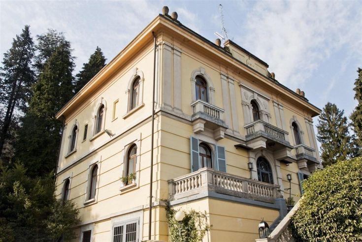 Luxury villa, with private beach, in Stresa.