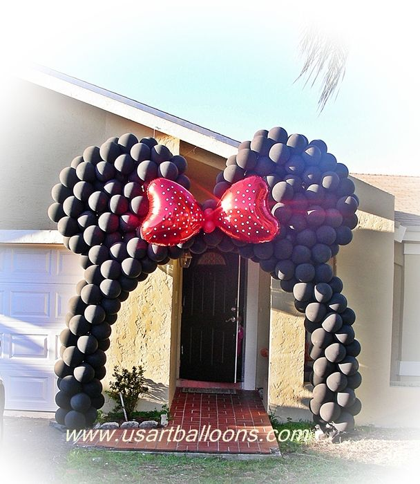 so cute and clever- use 2 red heart balloons and 2 small red latex balloons to make Minnie's bow