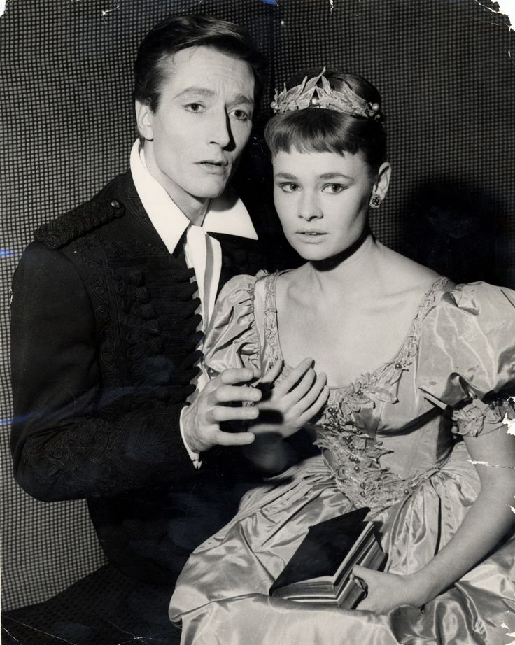 John Neville as Hamlet and Judi Dench as Orphelia at the Old Vic in 1957. Photograph: Associated Newspapers/Rex Features