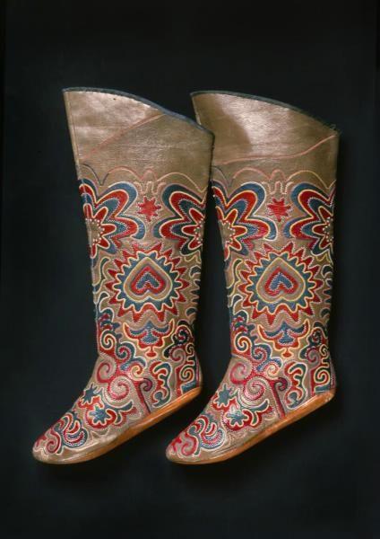 "Tatar boots in the Kunstkammer. Boots ""ichigs"". Kazan. XVIII century. Cow leather, silk."