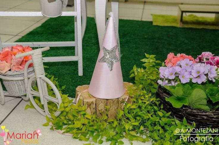 O encantador jardim das fadas foi o cenário escolhido para as princesas Bia e Duda.     Confira mais fotos em nossa página no facebook   ...