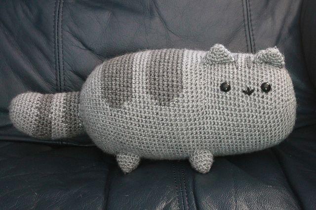 FREE    Ravelry: Pusheen the cat pattern by Emma H Malachi loves kitties.  I should knit him a kitty.