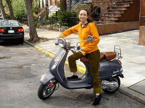 Vespa LXV 150, with 4-stroke engine. Photo: Flickr, CCDo Gasoline Scooters Pollute More than SUVs?Ex-TreeHugger contributor and Ecogeek-in-chief Hank Green caught a pretty blatant error about how much pollution gas scooters produce.