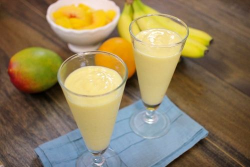 If you're craving dessert or ice cream, smoothies are the way to go. Healthy, creamy, delicious, cold and absolutely satisfying, I wonder why I don't make them everyday. It certainly takes much less work than baking a cake or cookies. Since I am a Floridian now, I told myself that I had to master smoothies …