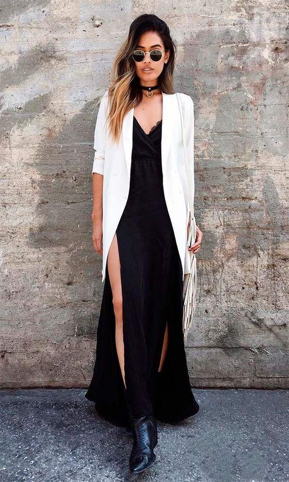 Maxi blazer branco, vestido fluido preto com fenda, botinha, ankle boot preta