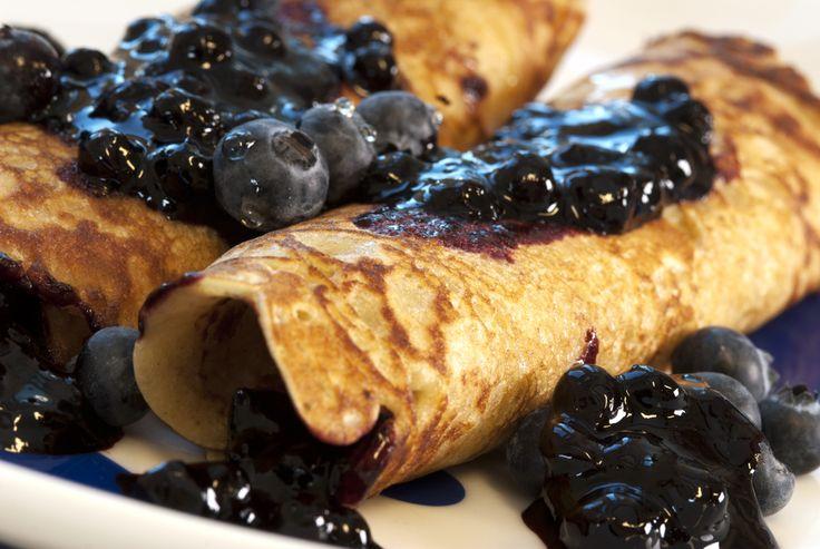 pannekaker med blåbærsyltetøy