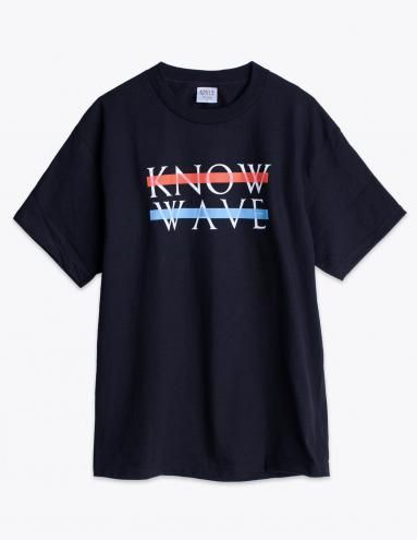T-shirt from Know Wave. Rounded and ribbed crew neck. Straight hem. Contrasting print on the font.