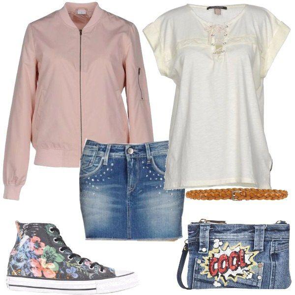 Bomber rosa con collo tondo, t-shirt in jersey, gonna in jeans multitasche, cintura sottile in pelle, sneakers alte in fantasia e borsa a mano con tracolla removibile.