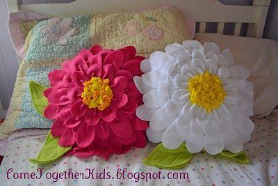 fleece bed pillows: Crafts Ideas, Petals Pillows, Pillows Tutorials, Flowers Pillows, Flowers Petals, Fleece Flowers, Felt Flowers, Girls Rooms, Kid