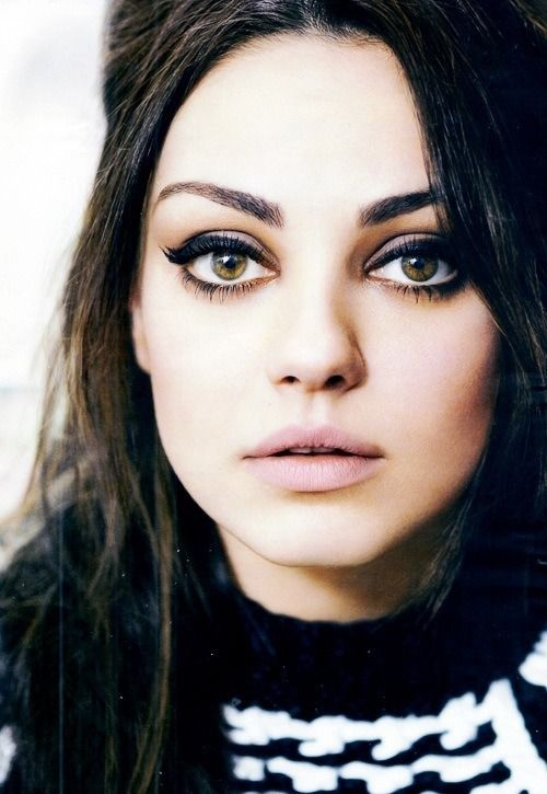 Mila Kunis - Heavy winged liner paired with nude lips