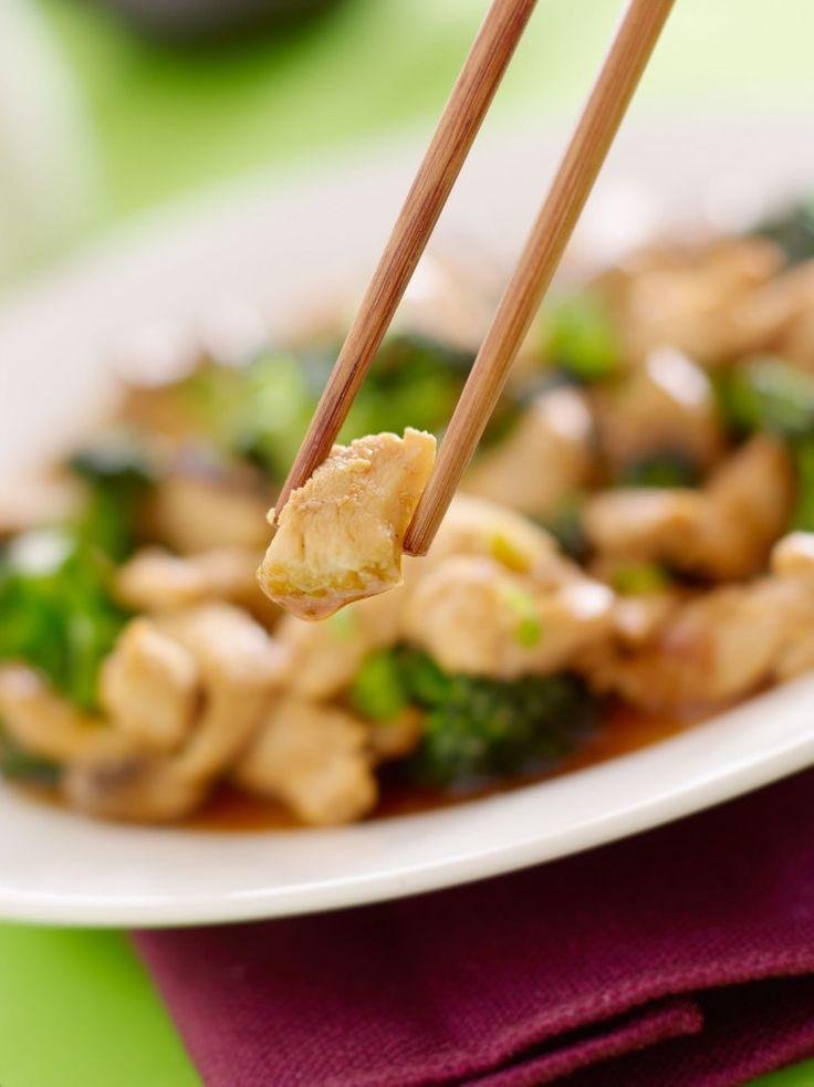 Eerlijk is eerlijk: zo zacht als de kip bij de chinees is, zo heeft het meest veelzijdige stukje vlees onze wokpan nog nooit verlaten. Hoe krijgt de chinees op hoek de kip toch zo mals, sappig en zacht? Wij onthullen het geheim. Bleek, zacht en sappig: de voortreffelijkekip van de chinees. Een mals kippetje lukt […]