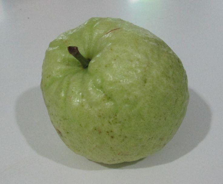 Farang fruit , la versione thai del Guava - http://www.provarciegratis.com/cucina-thailandese/frutti-vegetali-tropicali/farang-fruit/ - by  Pier Sottojox -  #farang #farangfruit #fruttathai #fruttatropicale #guava