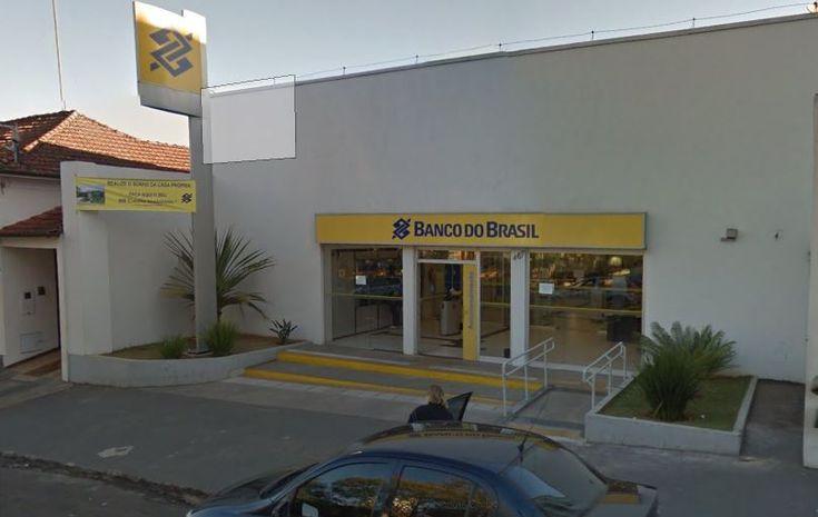 Duas agências do Banco do Brasil em Botucatu e uma em São Manuel serão fechadas no ano que vem - O Banco do Brasil anunciou nesta segunda-feira (21) que 402 agências serão fechadas, 379 serão transformadas em postos de atendimento e 31 superintendências em diversos municípios serão encerradas. Com a reorganização, 222 agências serão fechadas apenas no Estado de São Paulo. Em Botucatu serão fec - http://acontecebotucatu.com.br/geral/duas-agencias-do-banco-do-bra