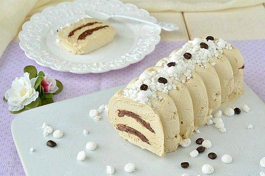 Il Semifreddo al caffè è il dessert perfetto dell'estate, super goloso e facilissimo da preparare. Si può preparare in anticipo e tenere sempre pronto in