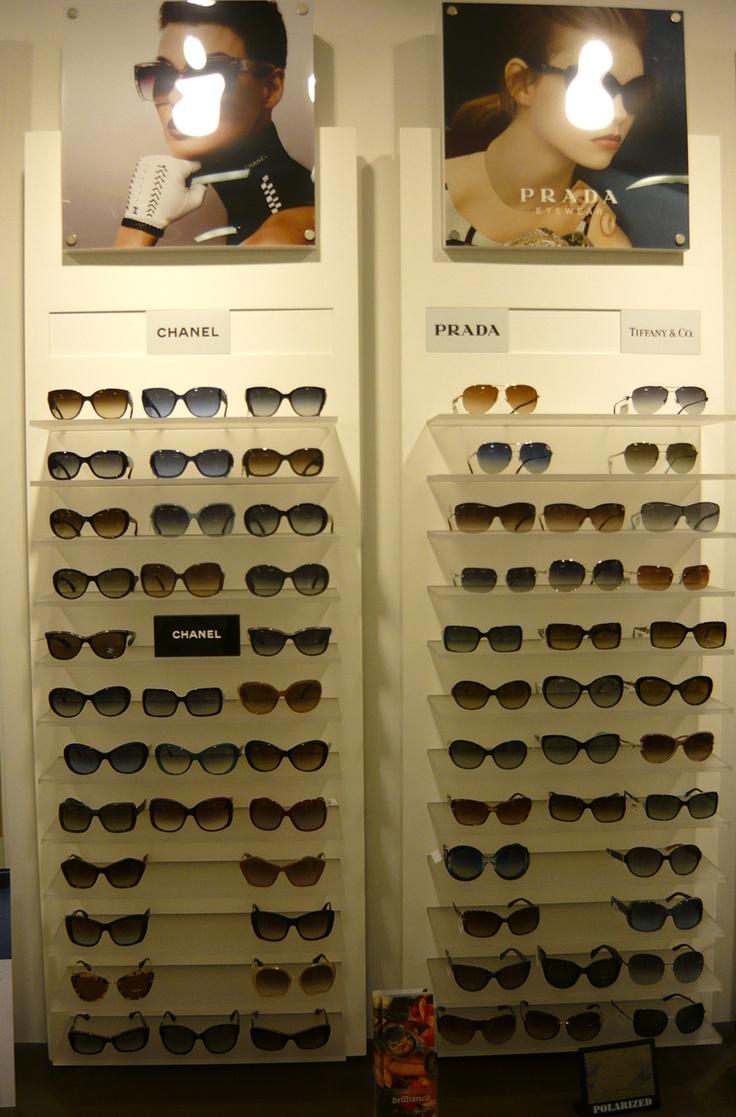 Esposizione occhiali da sole - Ottica Bracci via Bicocchi a Follonica (GR)  www.otticabracci.com