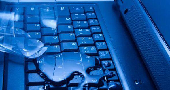Daca ai varsat lichide in laptop iata ce trebuie sa faci si ce sa nu faci pentru a minimiza efectele negative si costurile ulterioare.  http://despretoate.com/blog/ai-varsat-lichide-in-laptop-iata-ce-trebuie-sa-faci-si-ce-nu-trebuie-sa-faci/
