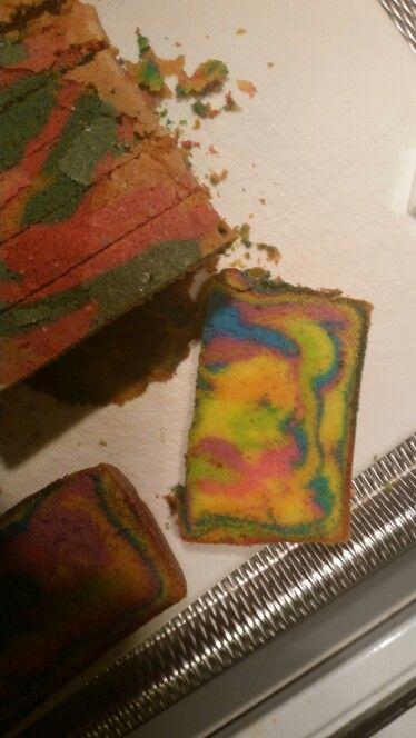 Kleuren cake gebakken