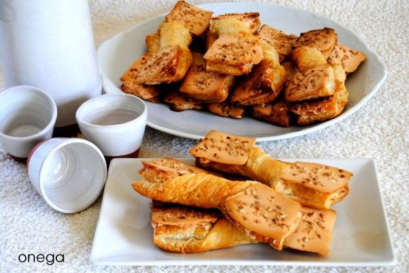 This sweet pastry is typical of Unquera, a small town east of Cantabria, bordering Asturias. Unquera ties are appreciated locally as a sample of the local cuisine.