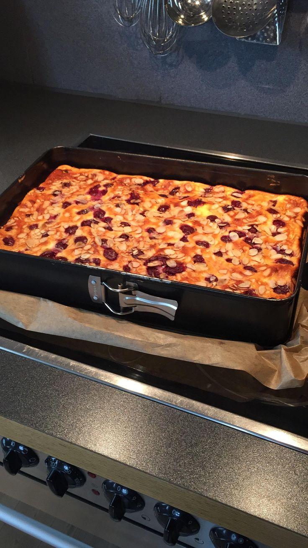 Käsekuchen vom Blech mit Kirschen und Mandeln ( auch zum Einfrieren:-) by Quisel on www.rezeptwelt.de