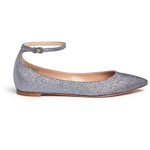 Gianvito Rossi 'Gia' glitter skimmer flats (1,000 BAM) ❤ liked on Polyvore featuring shoes, flats, sapatilha, metallic, evening flats, glitter ballet flats, metallic flats, ballet flats and ballet flat shoes