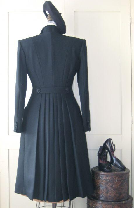 1940's pleated coat from Sew Vera Venus...i think im in love