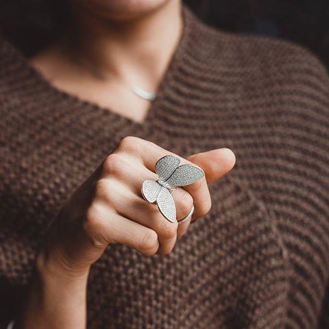 Весеннего настроения вам в ленту.  Волшебное серебряное кольцо с фианитами. Хотите себе такое?
