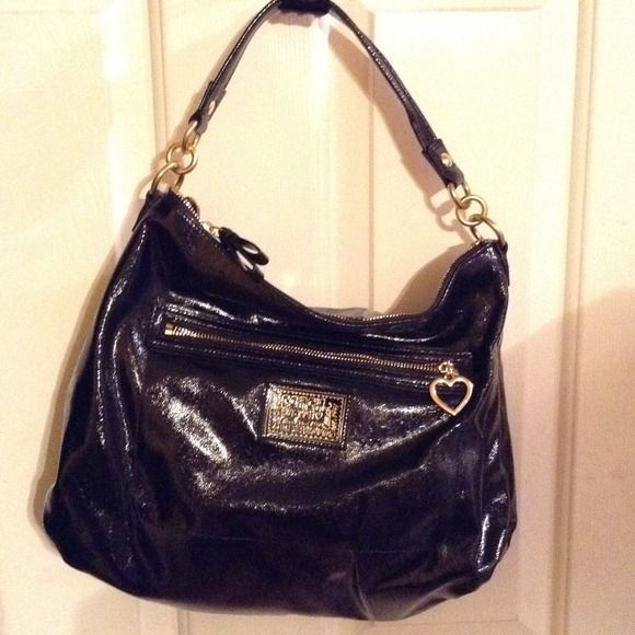 Patent leather  Auth Coach hobo bag VEUC W/TAGs Patent leather black  Auth Coach hobo bag VEUC. All my bags are authentic and very we'll taken care of. This bag still has original tag I never removed. I guess I'm like Minnie pearl . Lolol Coach Bags Hobos