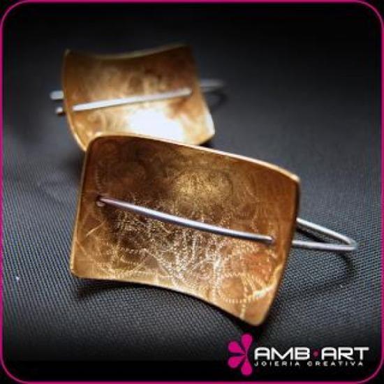 Pendientes de cobre chapados en oro