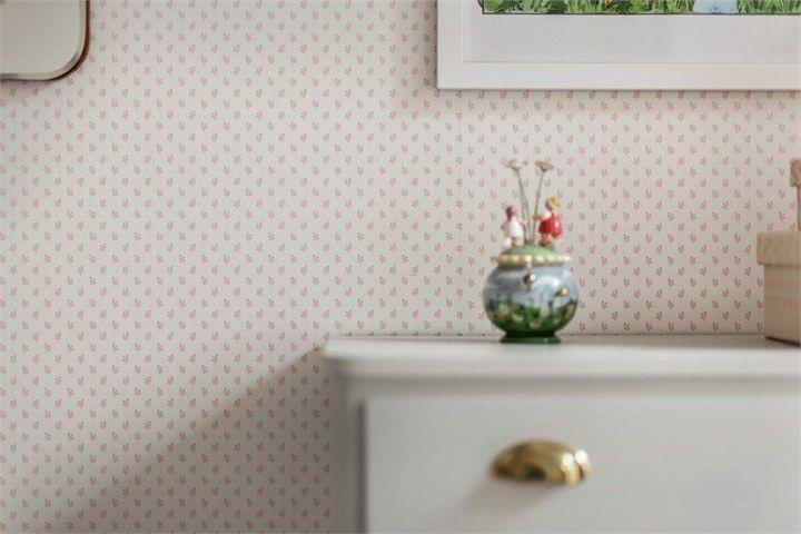 Post: Estampados delicados de papel de pared ---> blog decoración nórdica, carpintería blanca elegante, colores pastel decoración, decoración habitación infantil, estampados delicados papel pintado, estilo nórdico escandinavo, papel de pared, puertas correderas