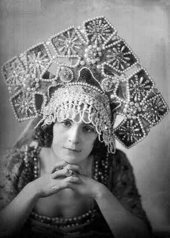Alexandra Balashova, a Russian ballerina, wearing a kokoshnik headdress. Early 20th century. #Russian_costume #old_photographs