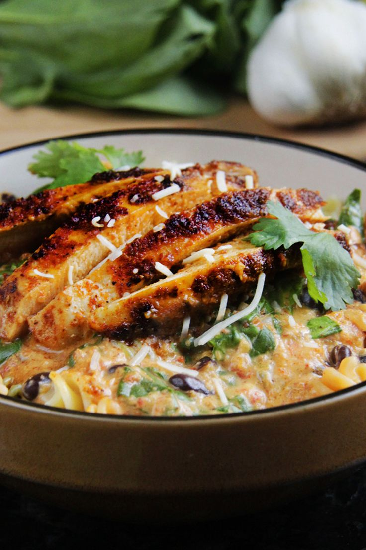 Tex-Mex Creamy Roasted Red Pepper Pasta with Blackened Chipotle Chicken!!