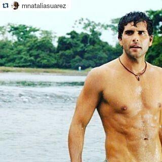 .#Repost @mnataliasuarez with @repostapp ・・・ Santos Torrealba @oliverdog no hay ni habrá llanero más guapo en todo el llano. La Tormenta. Detrás de Cámaras. #ChristianMeier @oliverdog #LaTormenta #SantosTorrealba #SantiagoGuanipa #llanero #elmasguapo #talentohispano #detrasdecamaras #recuerdos #telenovelas #Telemundo #Colombia